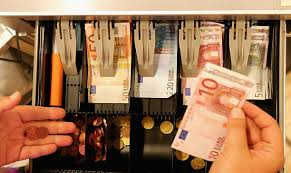 مقاله ترجمه شده اثرات اعمال مالیات بر ارزش افزوده بر تغییر دادن مالیات بر حقوق و دستمزد یا مالیات بر شرکت ها